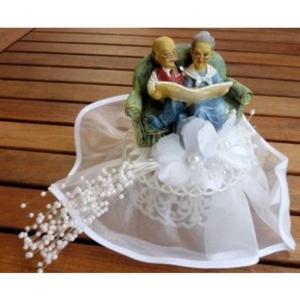Brautpaar - Goldhochzeit mit Zeitung